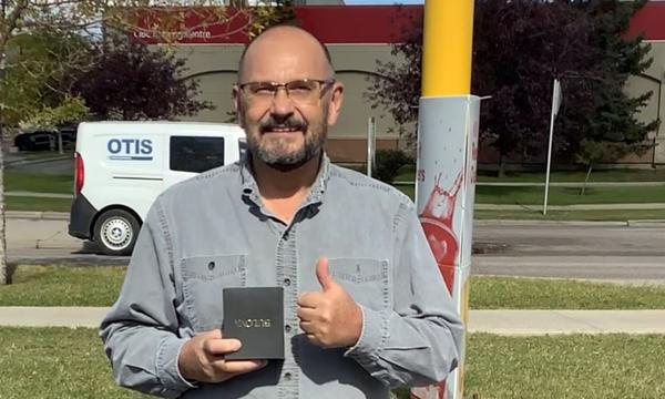 John receives his UFCW 401 retirement watch